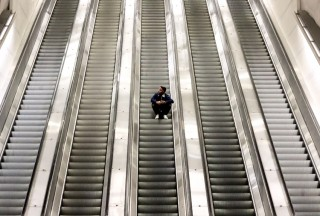 escalators-man-850x575