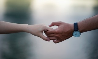 blurred-background-hands-holding-hands-715807